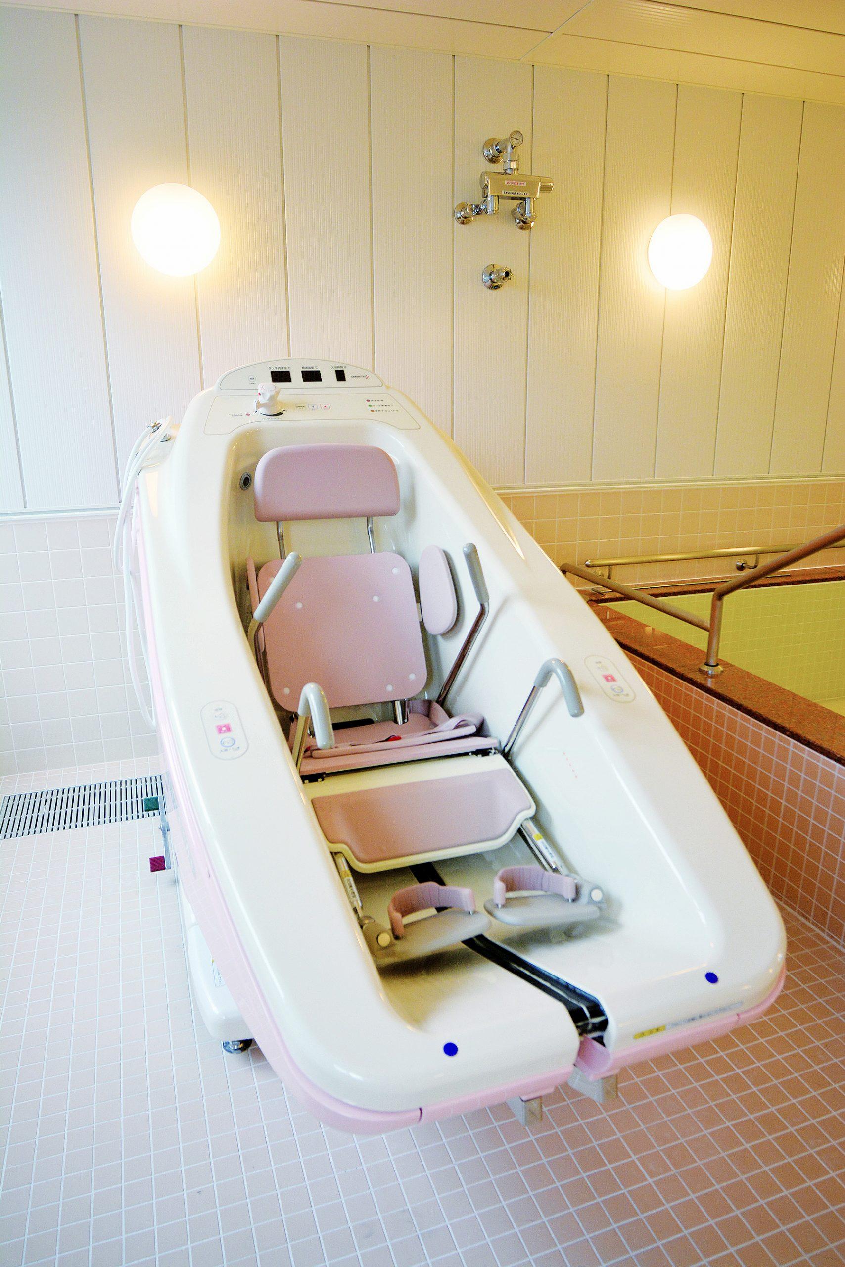 お身体の不自由な方も安心のリフト浴も完備