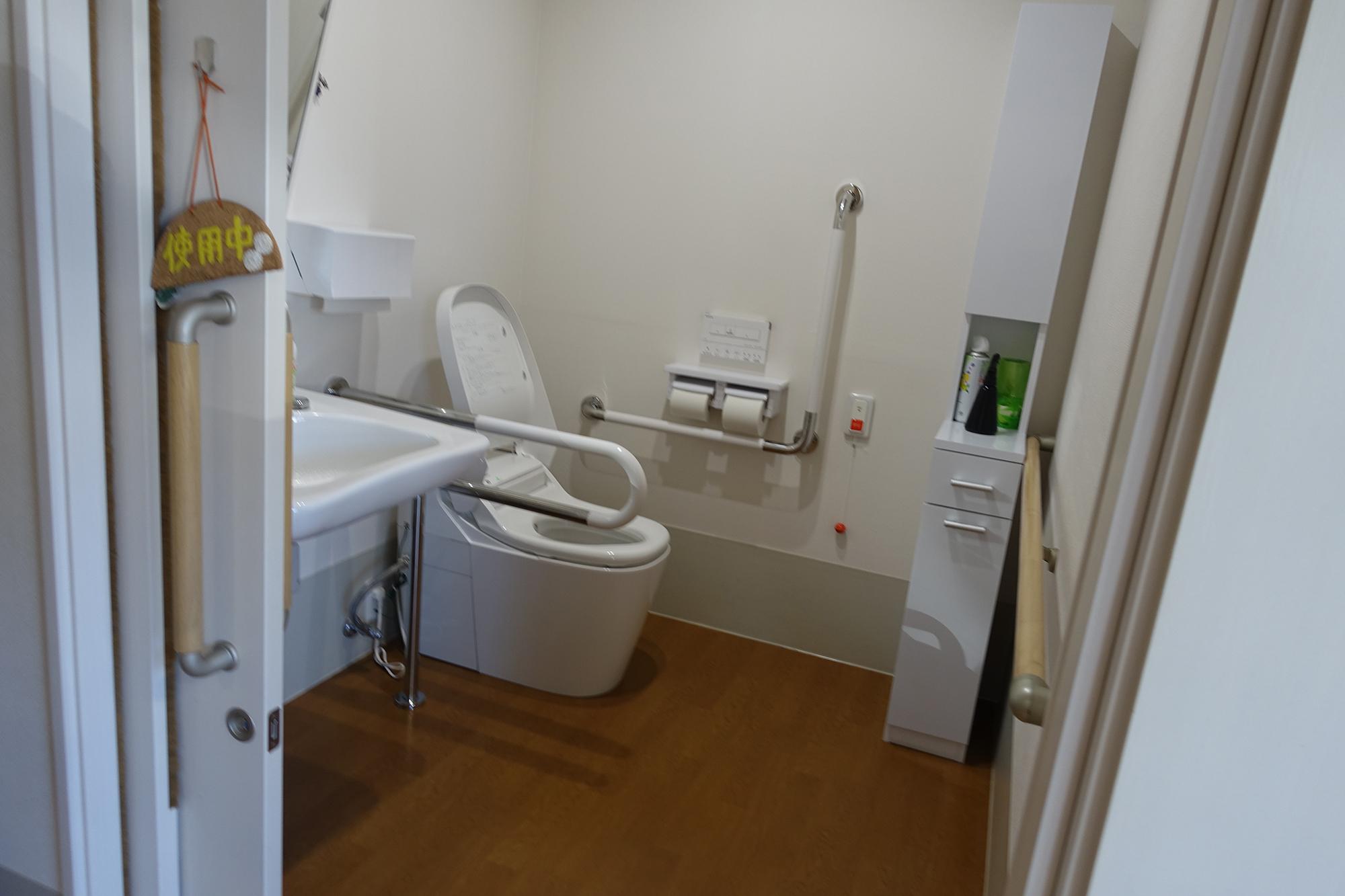 車イス対応の広いトイレ
